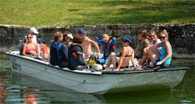 Féminine bateau
